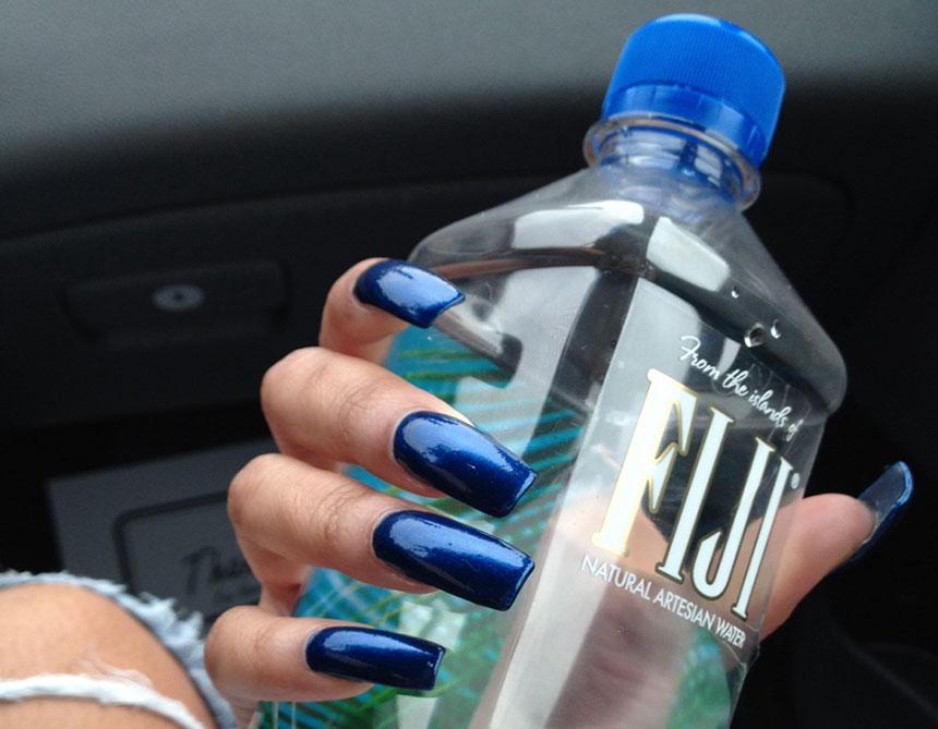 pijte-vodu-za-zdrave-nokte